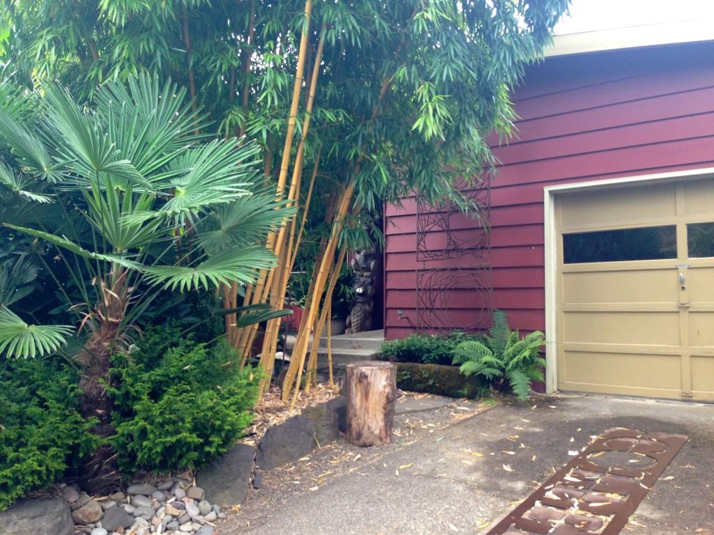 garden 1 front door approach 3