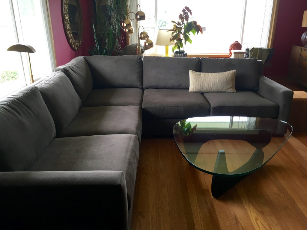Sofa with additional piece. Better, no?